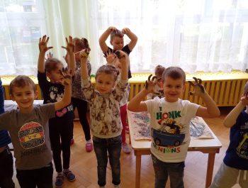 Dzieci uwielbiają się brudzić!