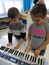 Muzyczne zajęcia Krasnoludków